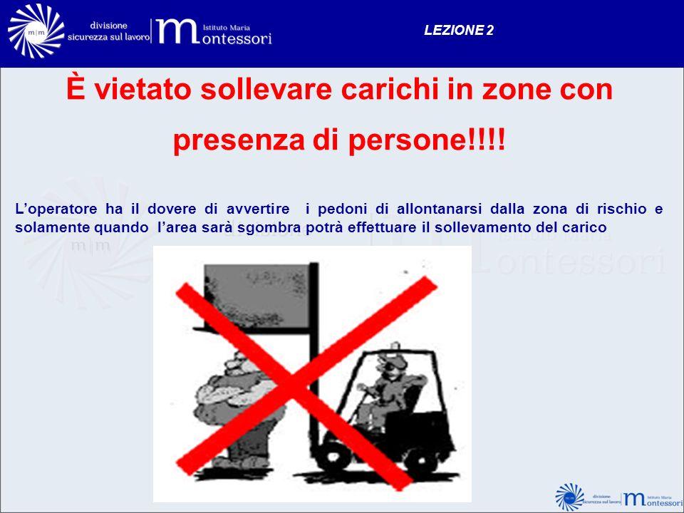 È vietato sollevare carichi in zone con presenza di persone!!!!