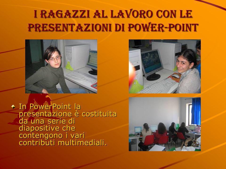 I ragazzi al lavoro con le presentazioni di power-point