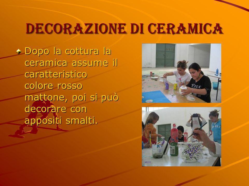 Decorazione di ceramica