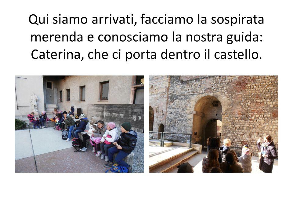 Qui siamo arrivati, facciamo la sospirata merenda e conosciamo la nostra guida: Caterina, che ci porta dentro il castello.
