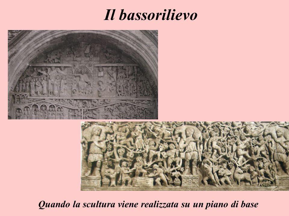 Il bassorilievo Quando la scultura viene realizzata su un piano di base