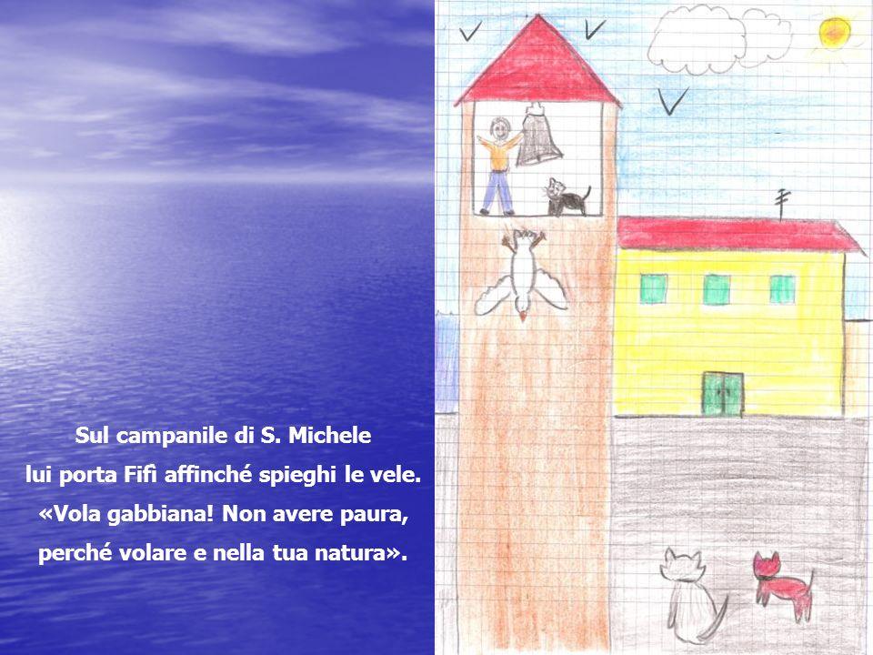Sul campanile di S. Michele lui porta Fifì affinché spieghi le vele.