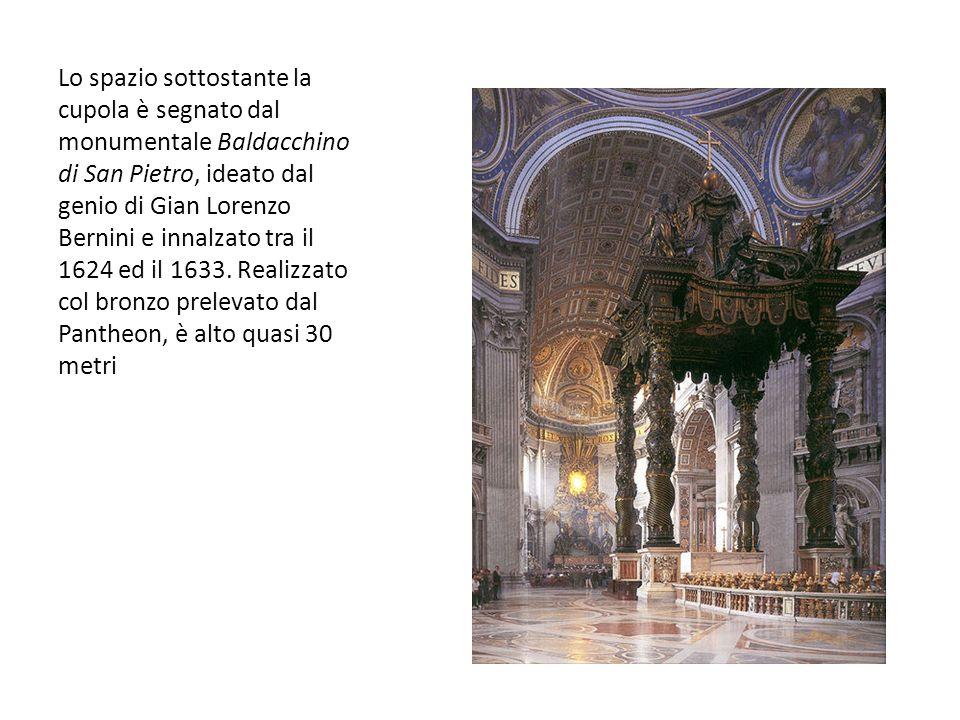Lo spazio sottostante la cupola è segnato dal monumentale Baldacchino di San Pietro, ideato dal genio di Gian Lorenzo Bernini e innalzato tra il 1624 ed il 1633.
