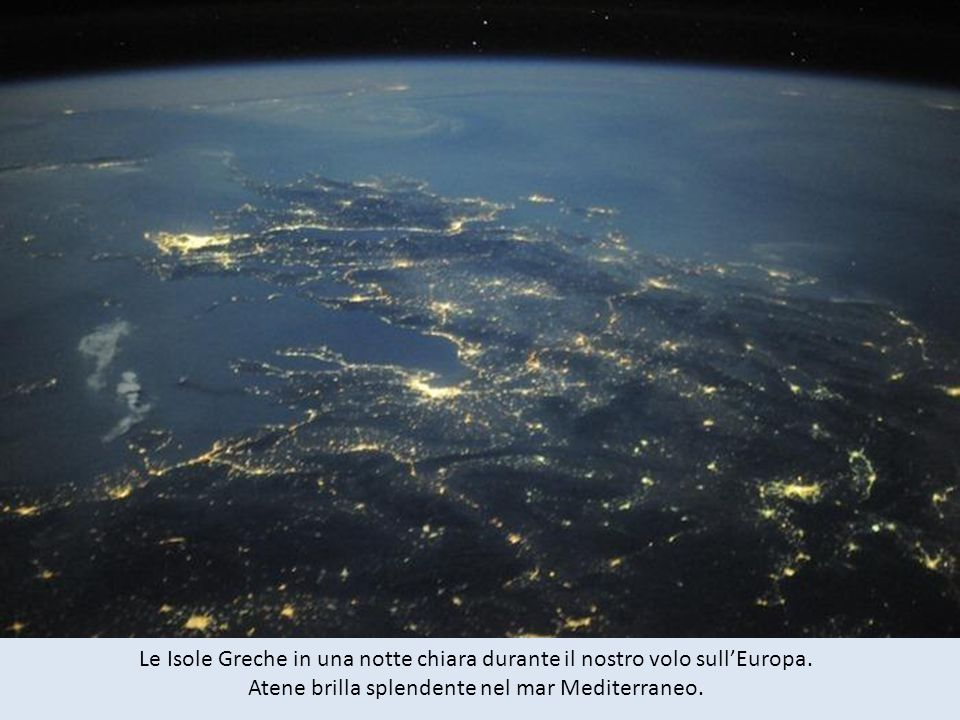 Le Isole Greche in una notte chiara durante il nostro volo sull'Europa