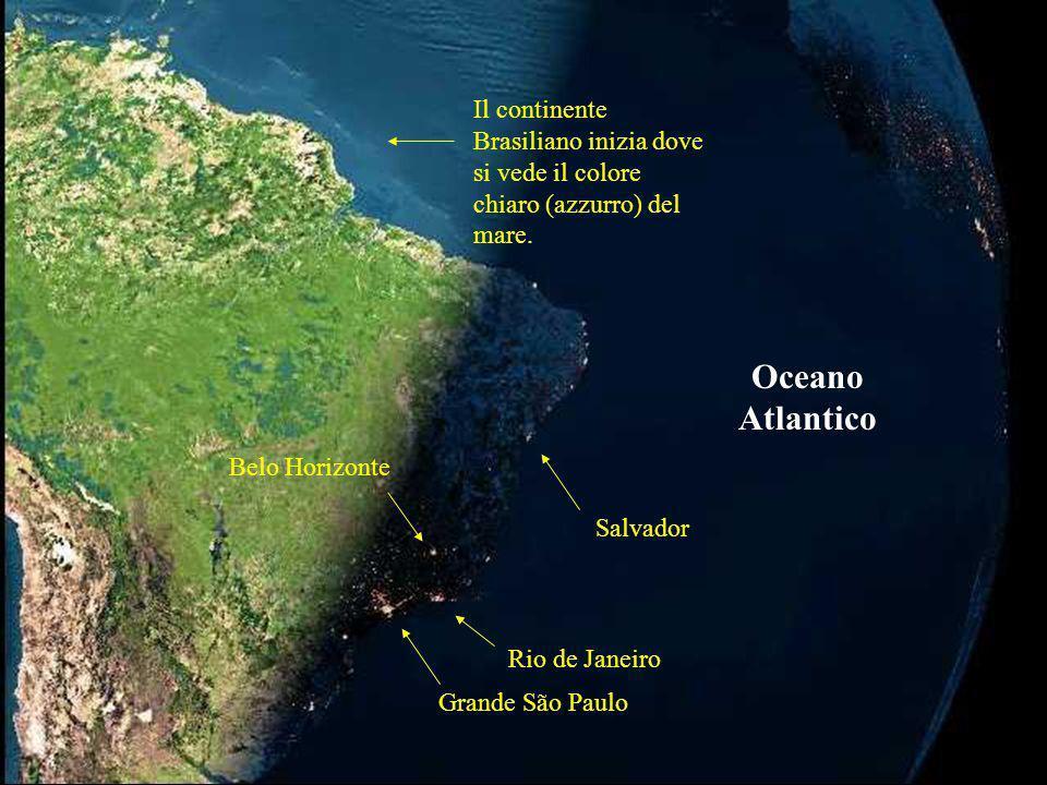 Il continente Brasiliano inizia dove si vede il colore chiaro (azzurro) del mare.