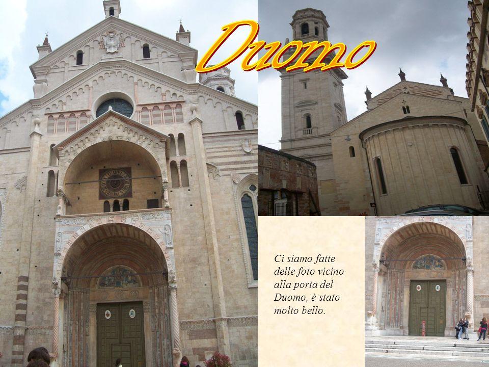 Duomo Ci siamo fatte delle foto vicino alla porta del Duomo, è stato molto bello.