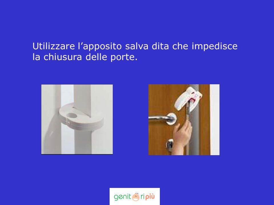Utilizzare l'apposito salva dita che impedisce la chiusura delle porte.