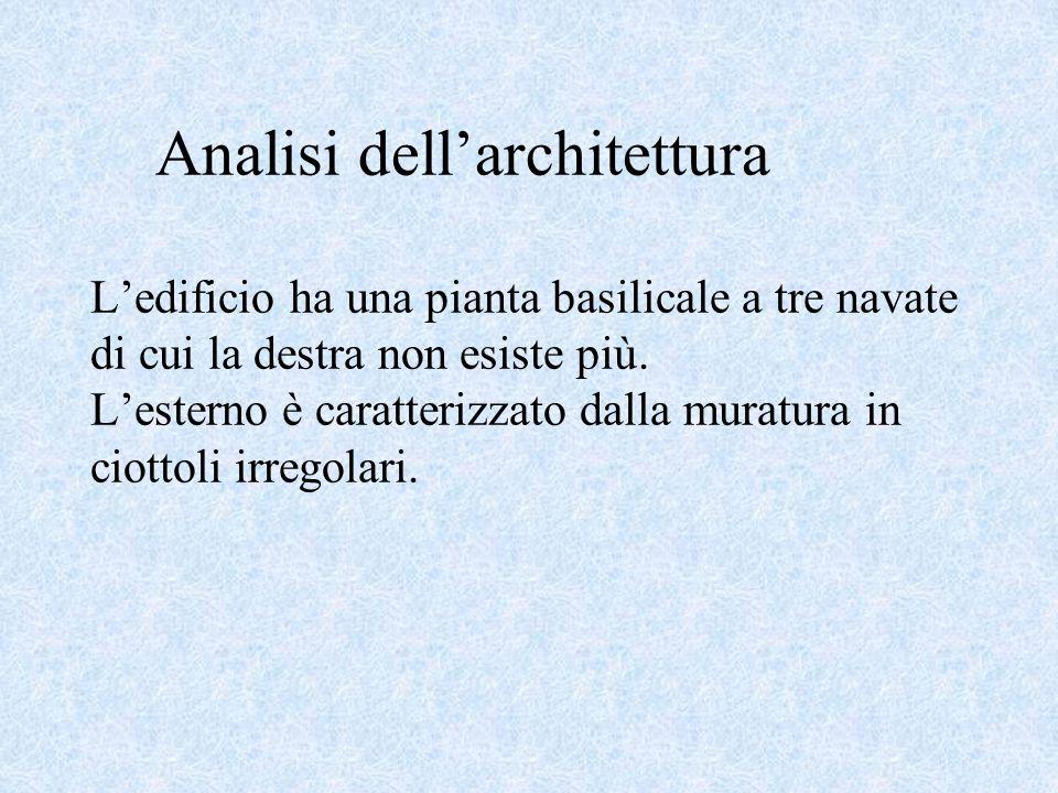 Analisi dell'architettura L'edificio ha una pianta basilicale a tre navate di cui la destra non esiste più.