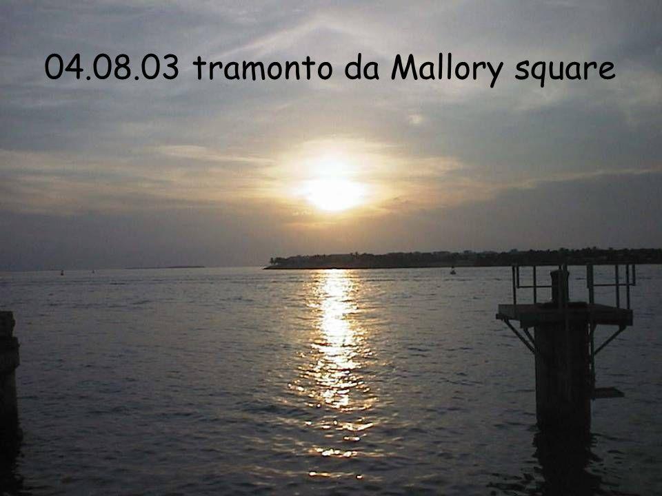 04.08.03 tramonto da Mallory square