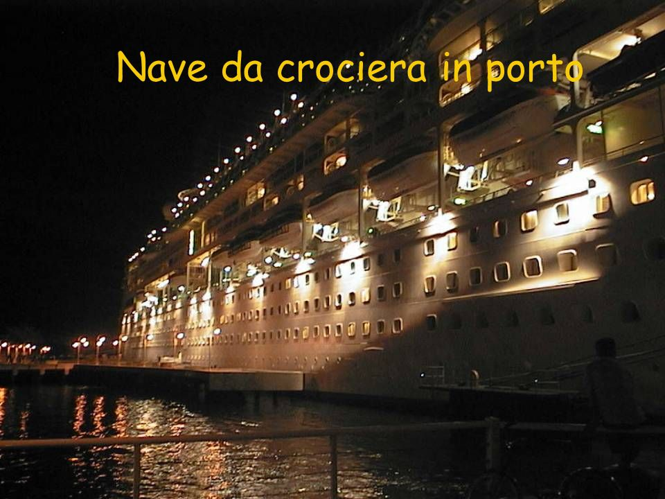 Nave da crociera in porto