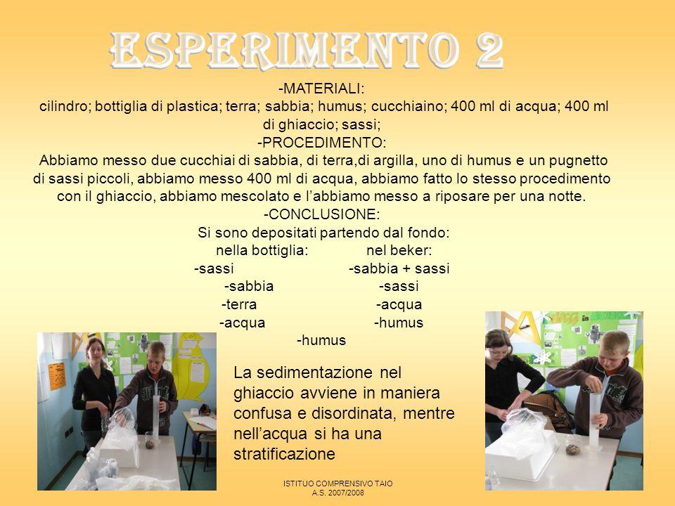 ESPERIMENTO 2 -MATERIALI: cilindro; bottiglia di plastica; terra; sabbia; humus; cucchiaino; 400 ml di acqua; 400 ml di ghiaccio; sassi;