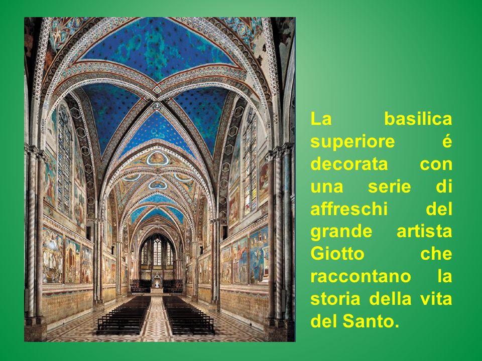 La basilica superiore é decorata con una serie di affreschi del grande artista Giotto che raccontano la storia della vita del Santo.
