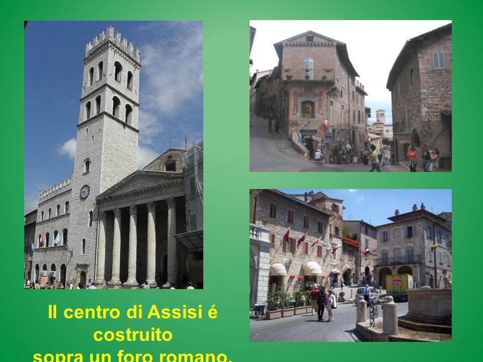 Il centro di Assisi é costruito