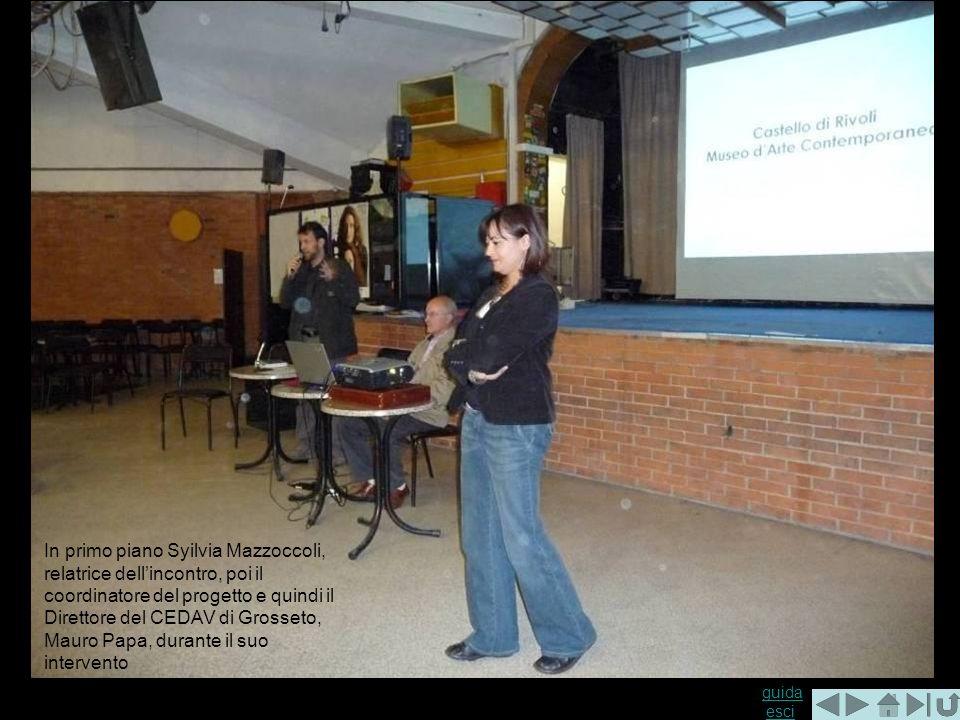 In primo piano Syilvia Mazzoccoli, relatrice dell'incontro, poi il coordinatore del progetto e quindi il Direttore del CEDAV di Grosseto, Mauro Papa, durante il suo intervento