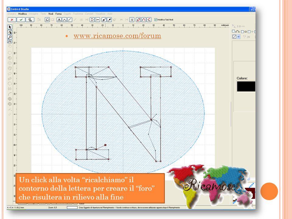 www.ricamose.com/forum Un click alla volta ricalchiamo il contorno della lettera per creare il foro che risultera in rilievo alla fine.
