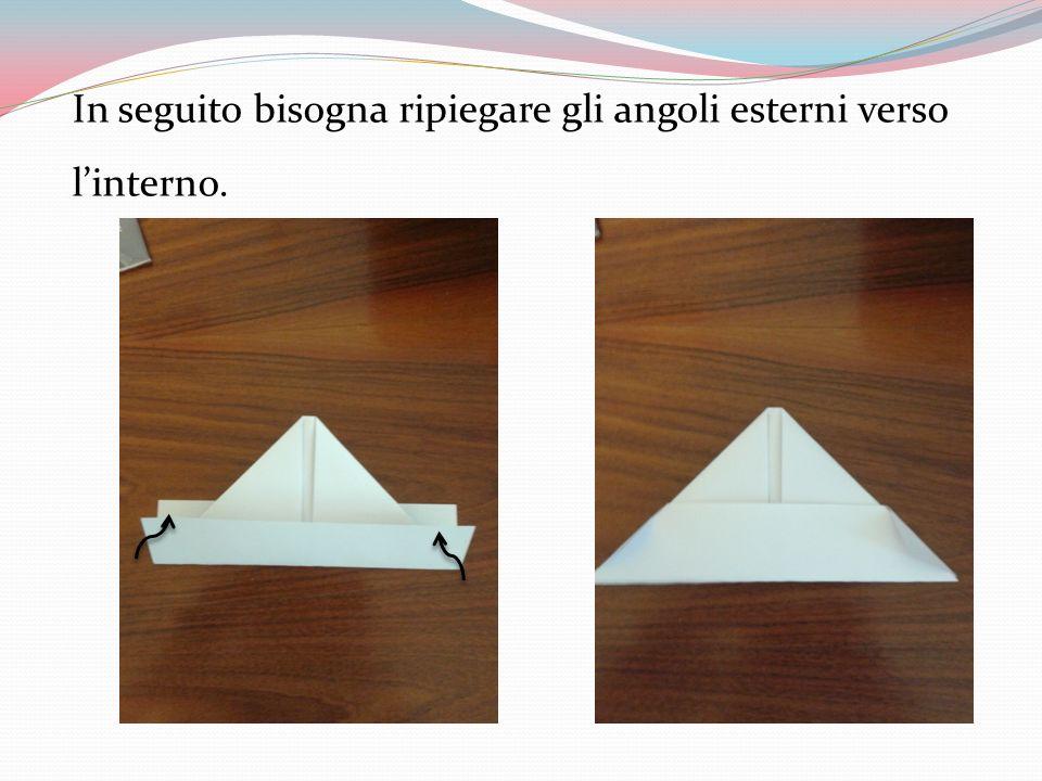 In seguito bisogna ripiegare gli angoli esterni verso l'interno.