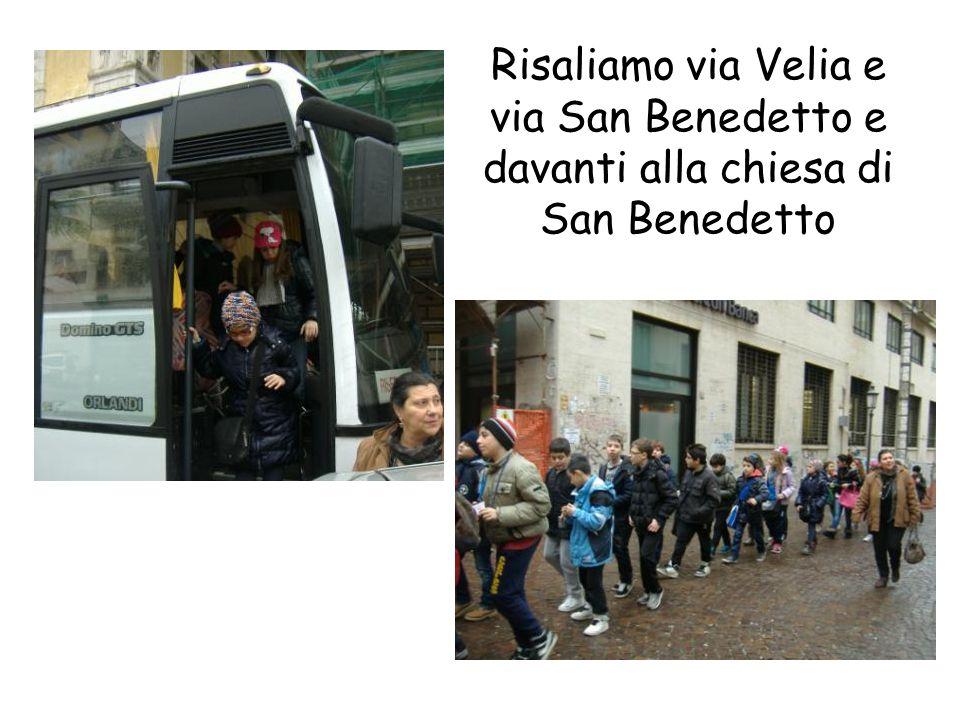 Risaliamo via Velia e via San Benedetto e davanti alla chiesa di San Benedetto