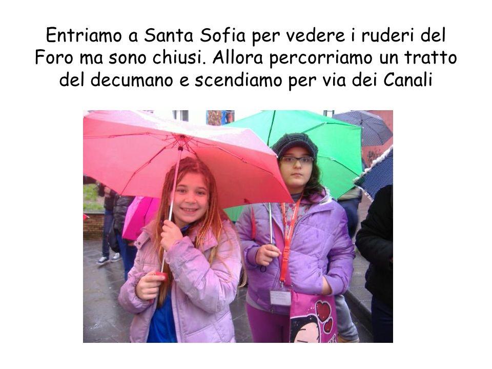 Entriamo a Santa Sofia per vedere i ruderi del Foro ma sono chiusi