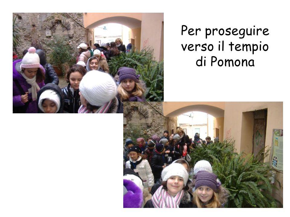 Per proseguire verso il tempio di Pomona