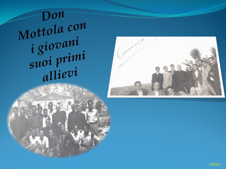 Don Mottola con i giovani suoi primi allievi