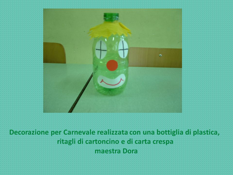 Decorazione per Carnevale realizzata con una bottiglia di plastica,
