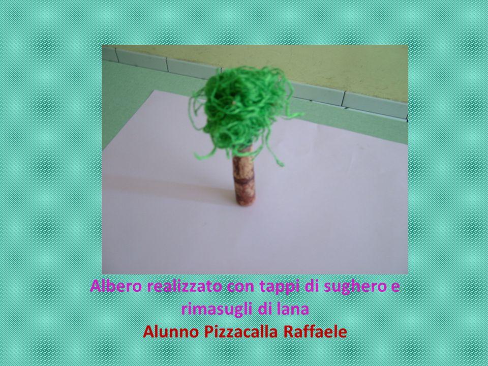 Albero realizzato con tappi di sughero e Alunno Pizzacalla Raffaele