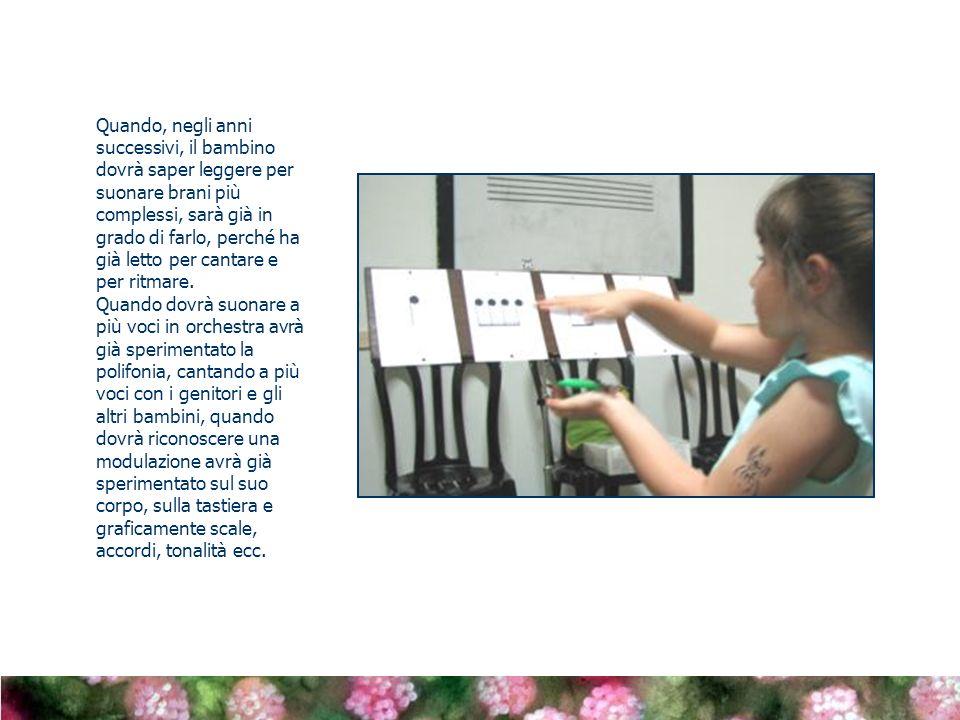 Quando, negli anni successivi, il bambino dovrà saper leggere per suonare brani più complessi, sarà già in grado di farlo, perché ha già letto per cantare e per ritmare.