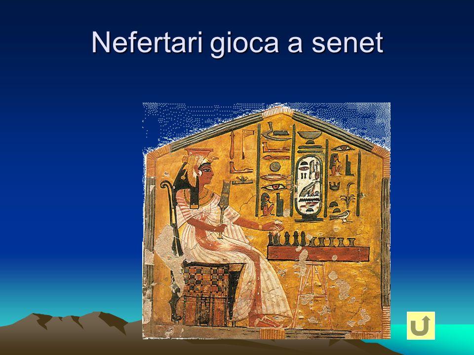 Nefertari gioca a senet