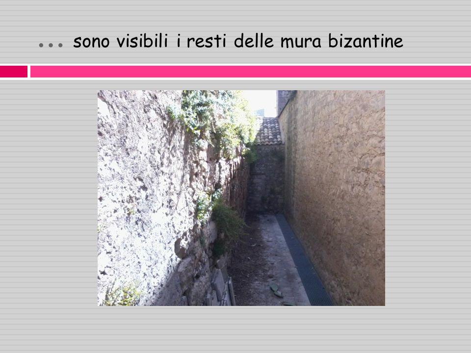 … sono visibili i resti delle mura bizantine
