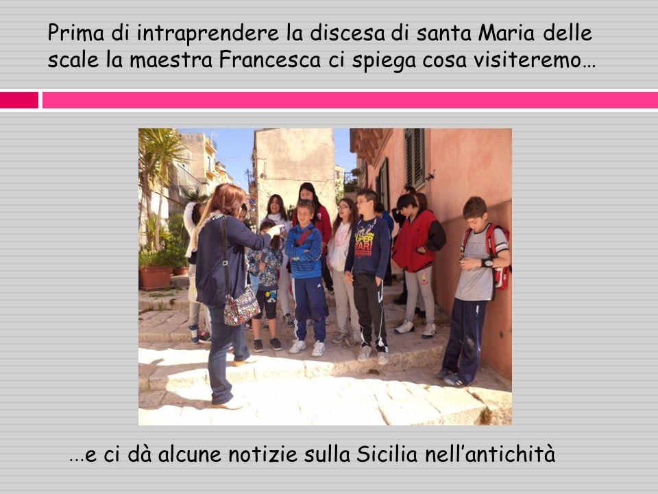 Prima di intraprendere la discesa di santa Maria delle scale la maestra Francesca ci spiega cosa visiteremo…