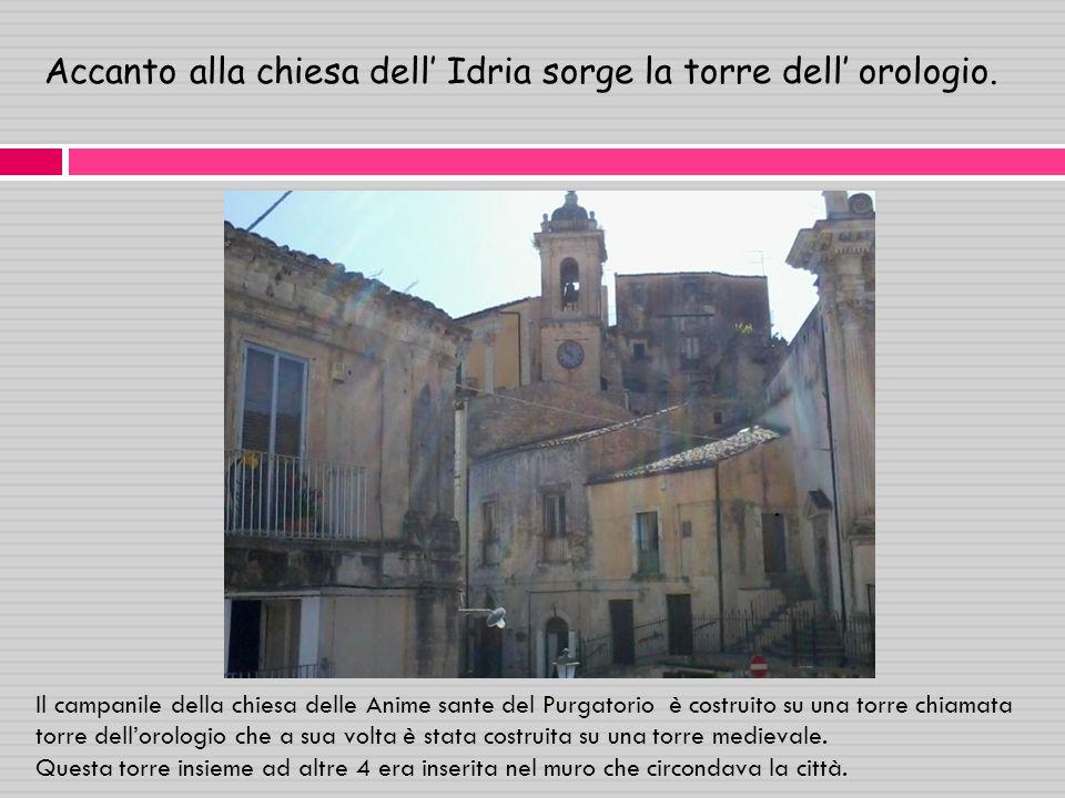 Accanto alla chiesa dell' Idria sorge la torre dell' orologio.
