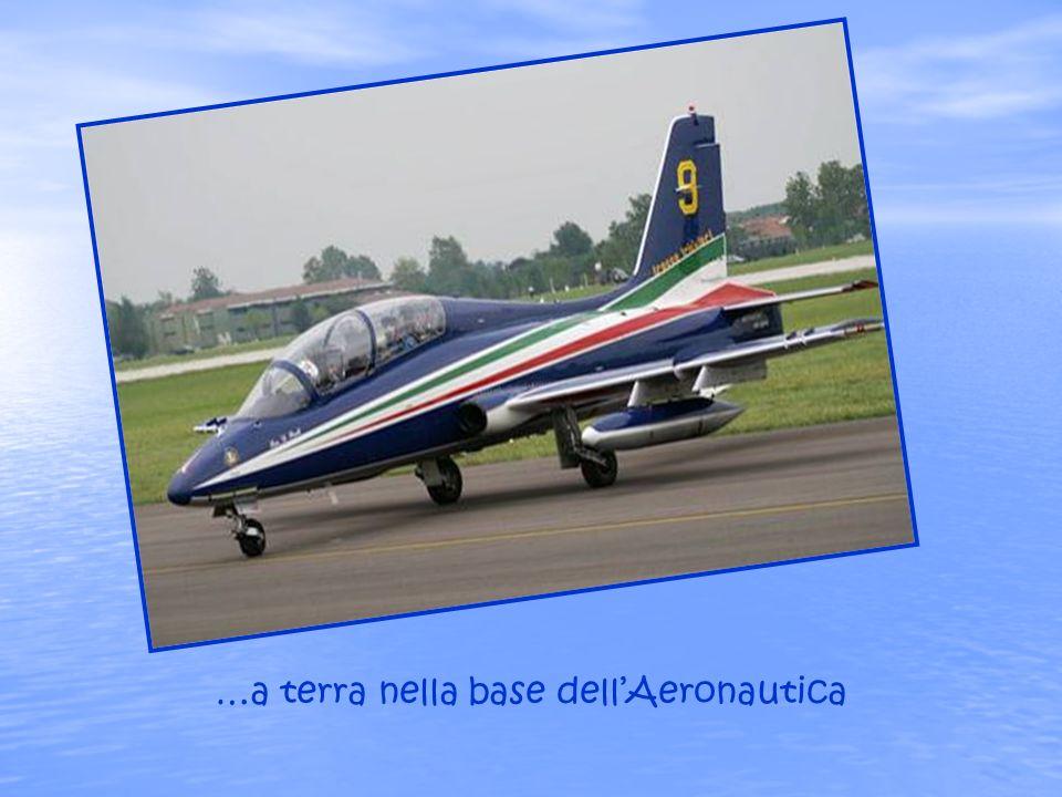 …a terra nella base dell'Aeronautica