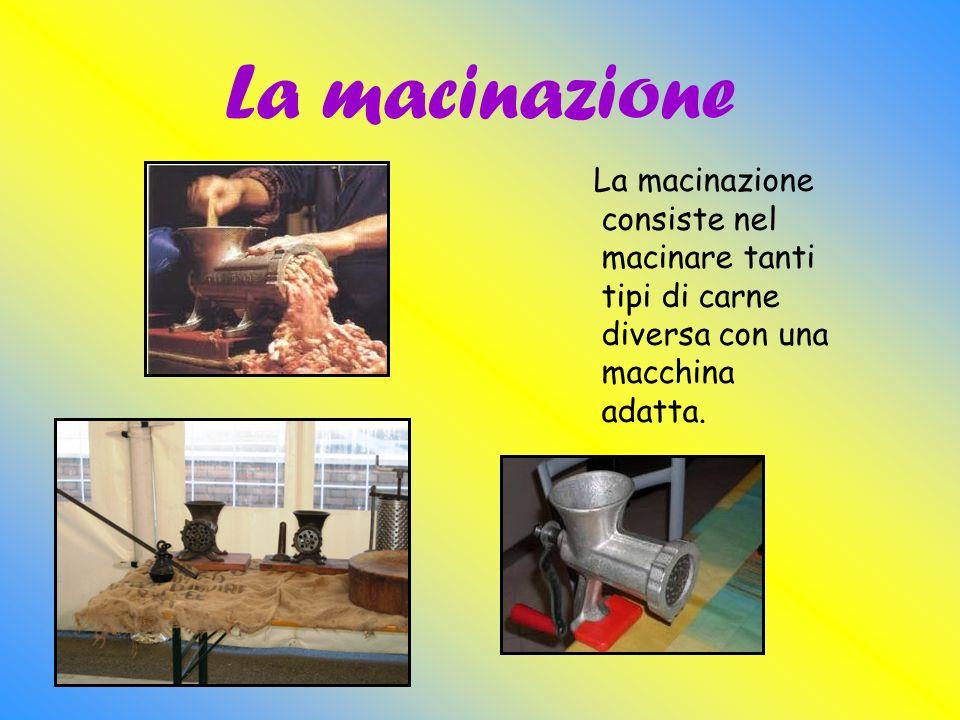 La macinazione La macinazione consiste nel macinare tanti tipi di carne diversa con una macchina adatta.