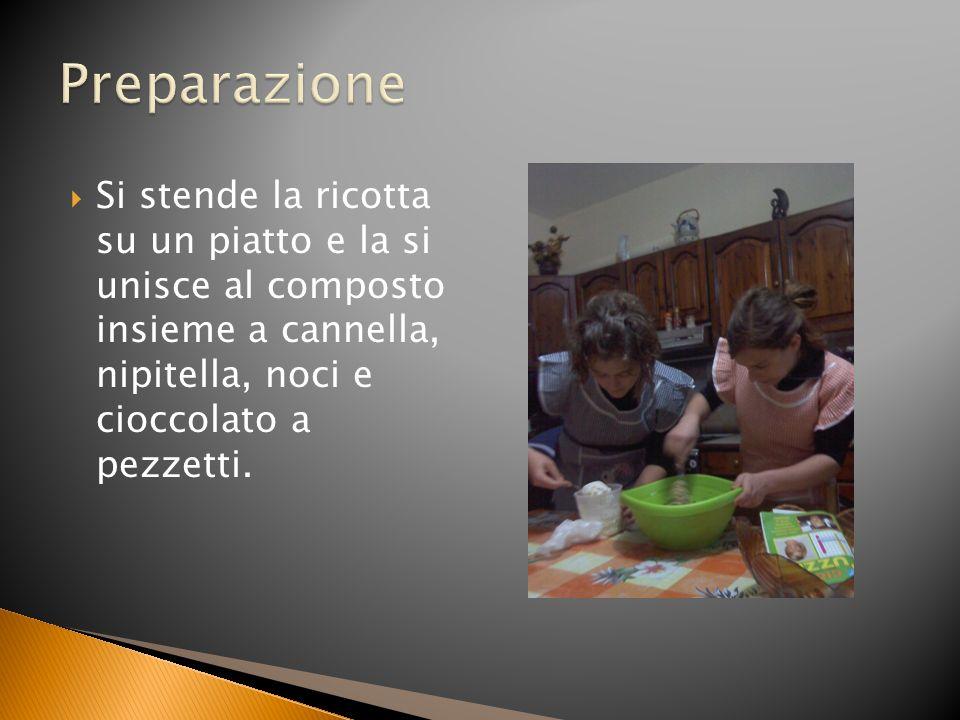 Preparazione Si stende la ricotta su un piatto e la si unisce al composto insieme a cannella, nipitella, noci e cioccolato a pezzetti.