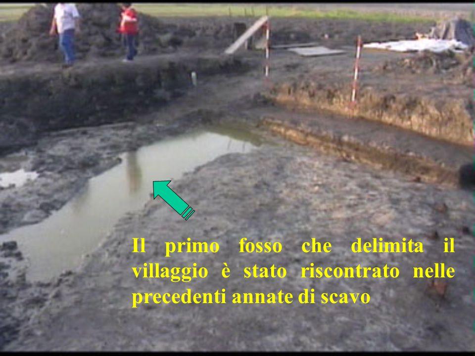 Il primo fosso che delimita il villaggio è stato riscontrato nelle precedenti annate di scavo