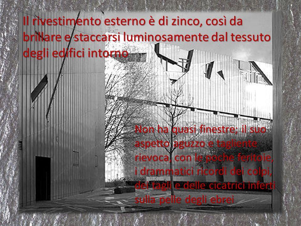 Il rivestimento esterno è di zinco, così da brillare e staccarsi luminosamente dal tessuto degli edifici intorno