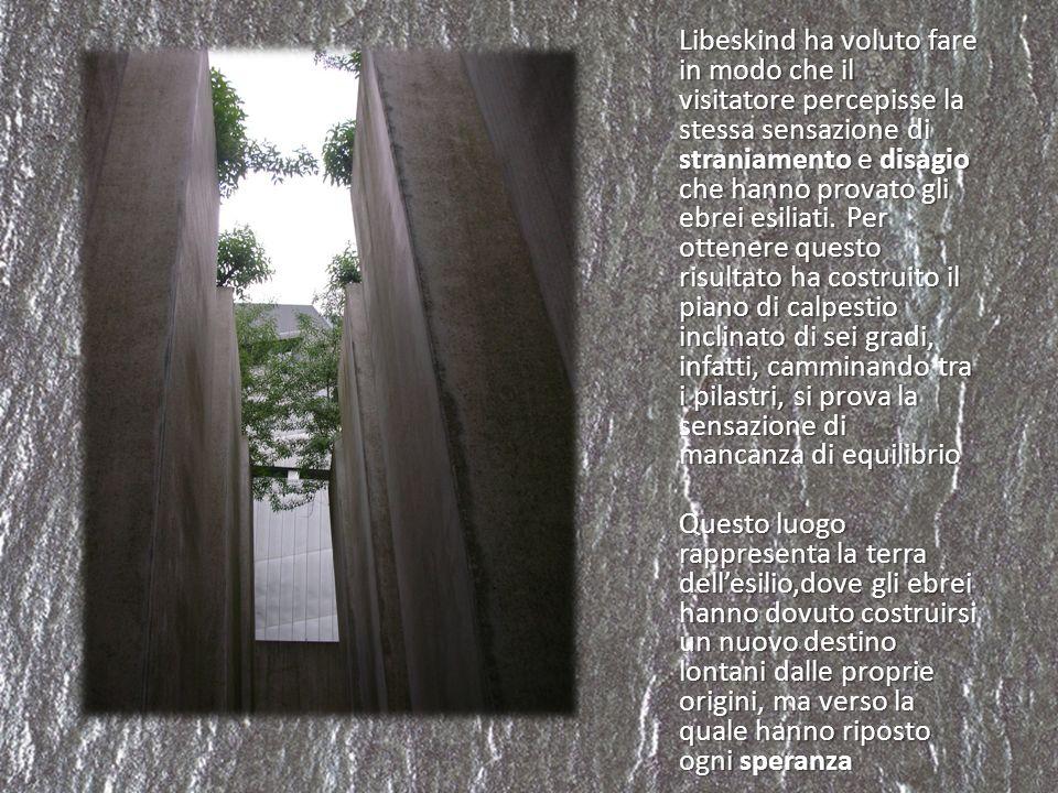 Libeskind ha voluto fare in modo che il visitatore percepisse la stessa sensazione di straniamento e disagio che hanno provato gli ebrei esiliati.