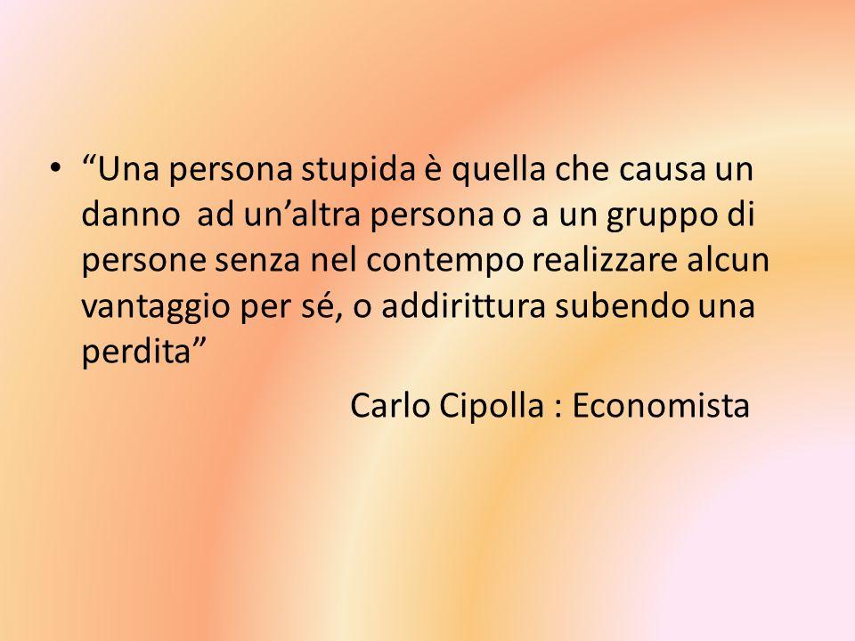 Una persona stupida è quella che causa un danno ad un'altra persona o a un gruppo di persone senza nel contempo realizzare alcun vantaggio per sé, o addirittura subendo una perdita