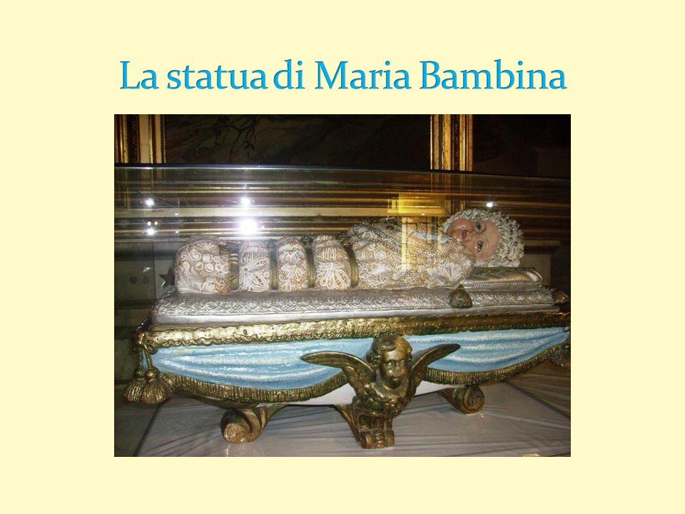 La statua di Maria Bambina