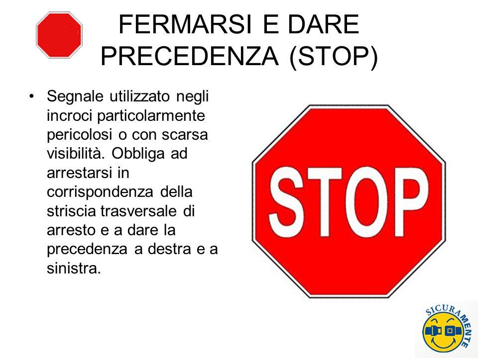 FERMARSI E DARE PRECEDENZA (STOP)