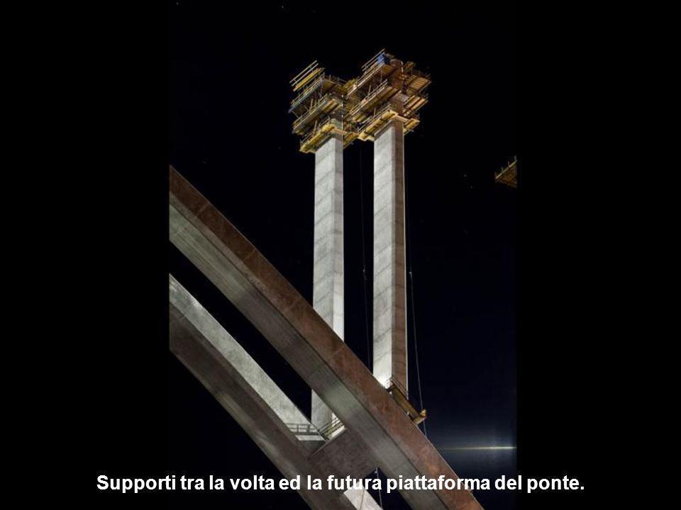 Supporti tra la volta ed la futura piattaforma del ponte.