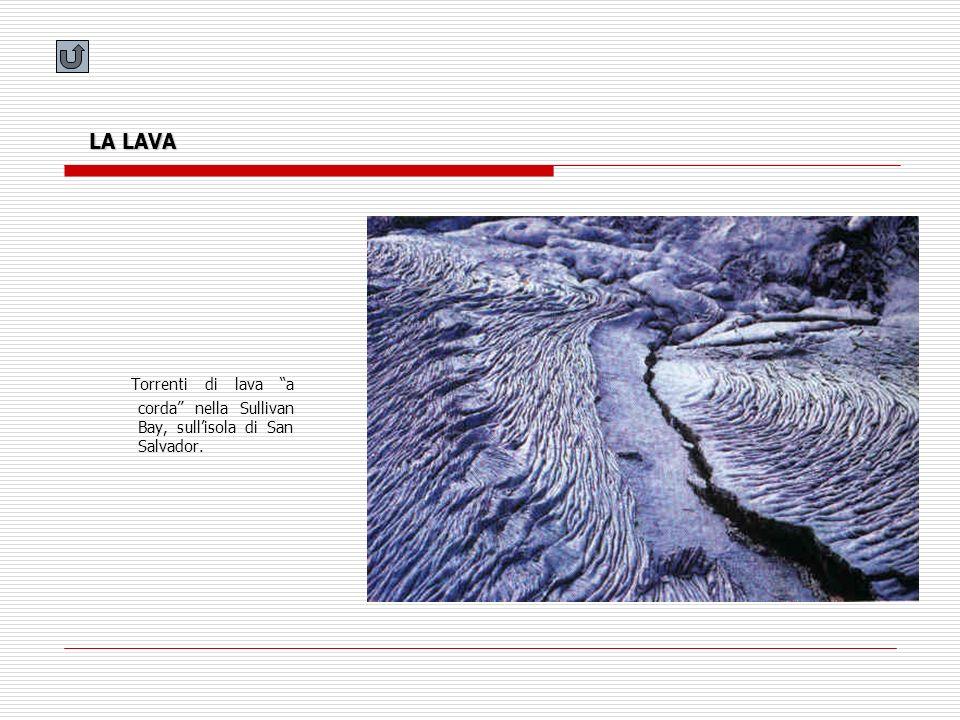 LA LAVA Torrenti di lava a corda nella Sullivan Bay, sull'isola di San Salvador.