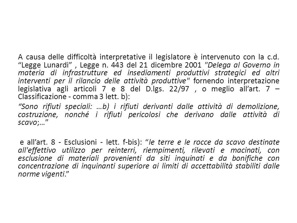 A causa delle difficoltà interpretative il legislatore è intervenuto con la c.d. Legge Lunardi , Legge n. 443 del 21 dicembre 2001 Delega al Governo in materia di infrastrutture ed insediamenti produttivi strategici ed altri interventi per il rilancio delle attività produttive fornendo interpretazione legislativa agli articoli 7 e 8 del D.lgs. 22/97 , o meglio all'art. 7 – Classificazione - comma 3 lett. b):