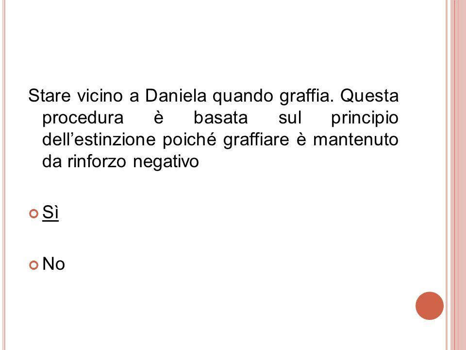 Stare vicino a Daniela quando graffia