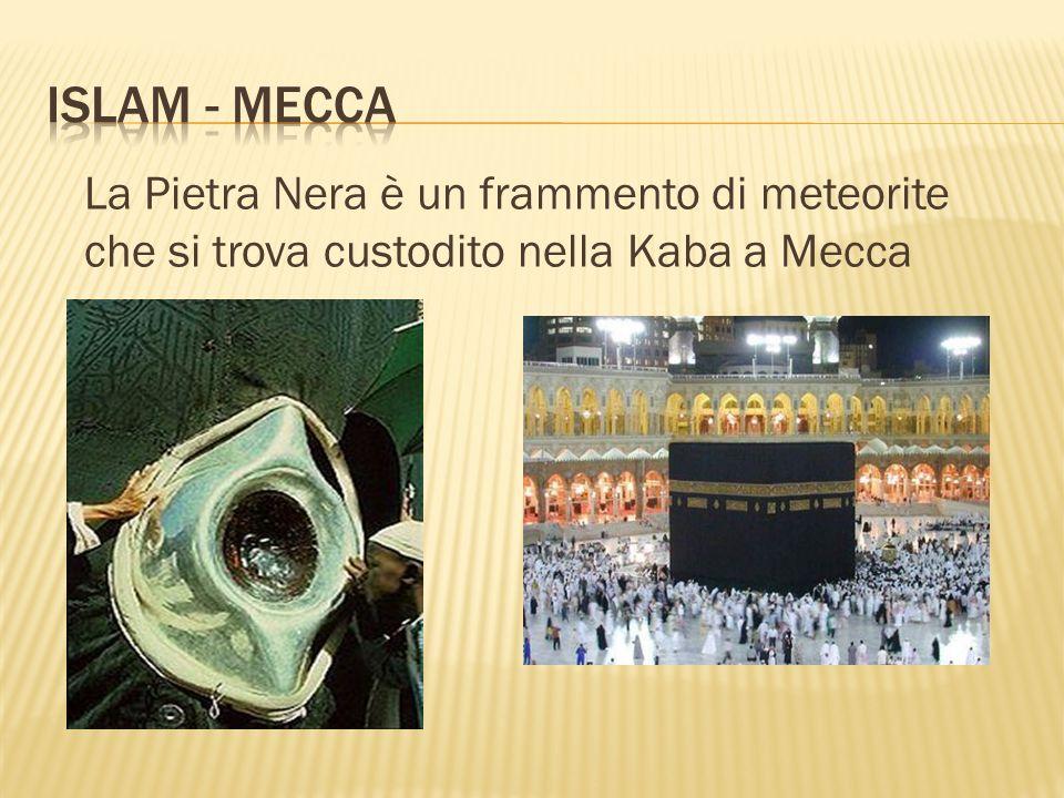 Islam - mecca La Pietra Nera è un frammento di meteorite che si trova custodito nella Kaba a Mecca
