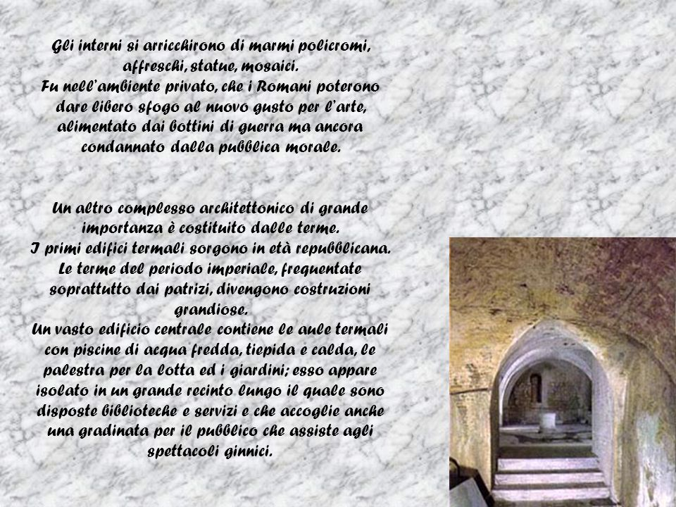 Gli interni si arricchirono di marmi policromi, affreschi, statue, mosaici.