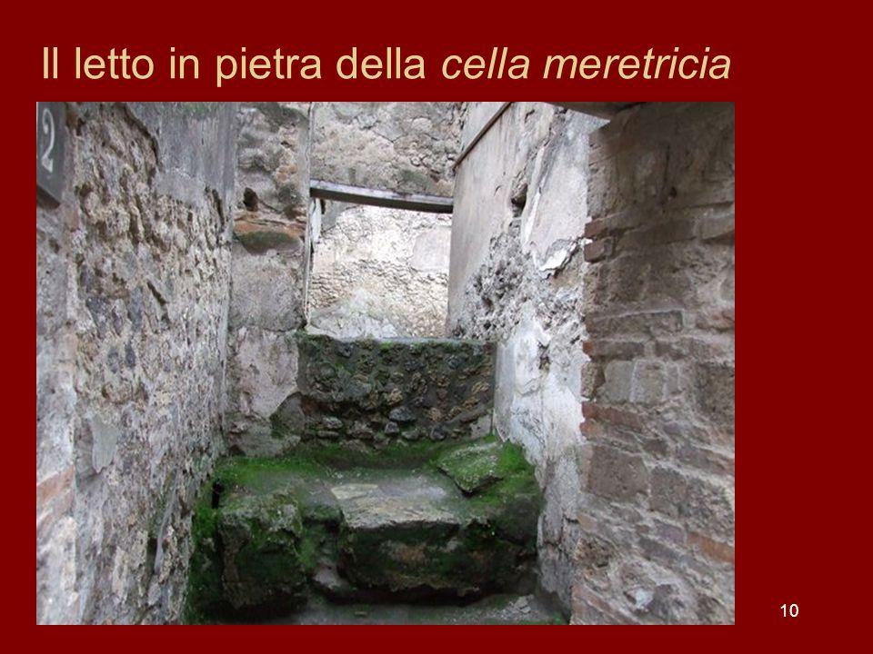 Il letto in pietra della cella meretricia