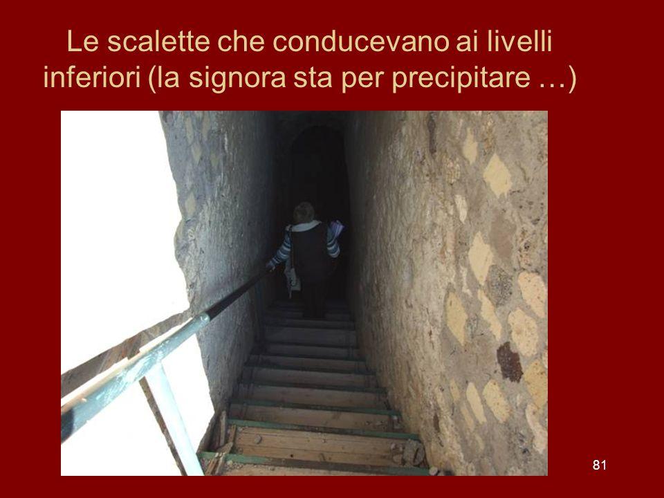 Le scalette che conducevano ai livelli inferiori (la signora sta per precipitare …)