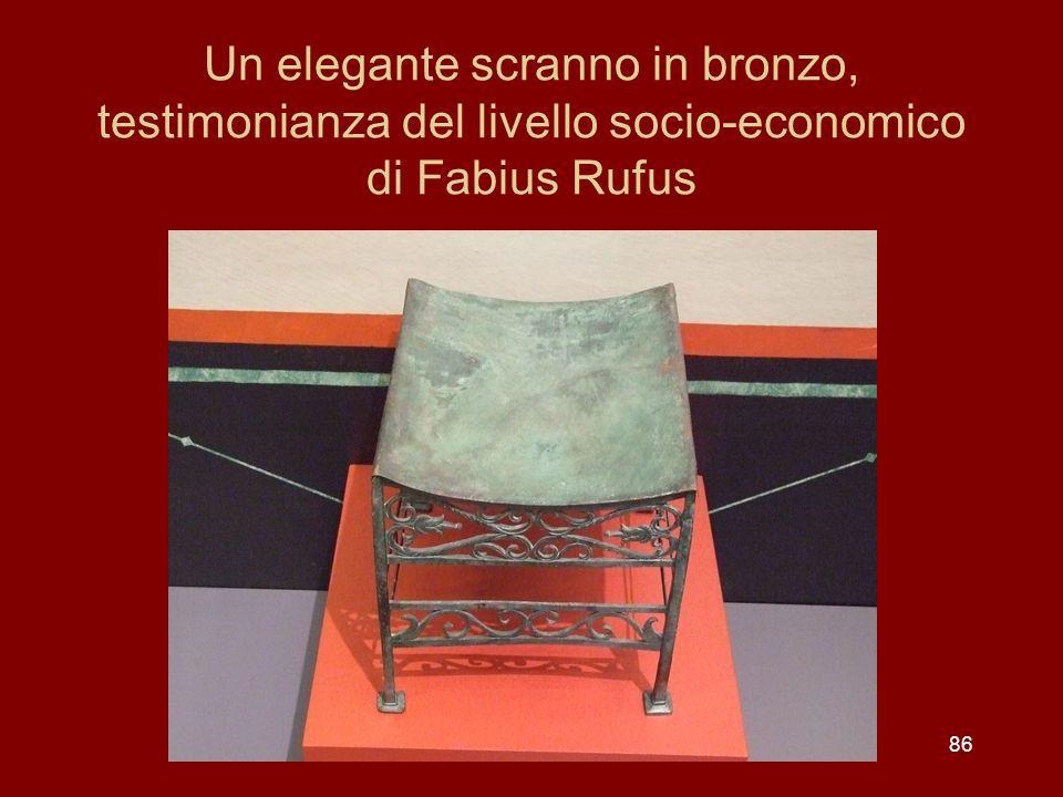 Un elegante scranno in bronzo, testimonianza del livello socio-economico di Fabius Rufus