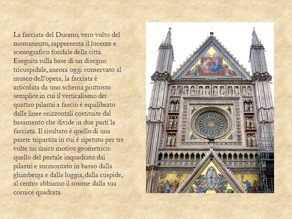 La facciata del Duomo, vero volto del monumento, rappresenta il lucente e scenografico fondale della città.